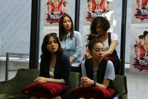 Time for interview... Wait! Where's our Sun Mi?